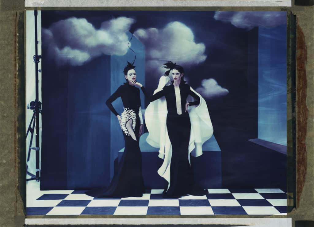 Stephane Rolland, handpainted backdrops Hommage to René Magritte. Cubism, surrealism, twin models, hats Le Roni